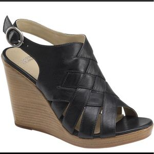 Johnston & Murphy• Missy Strappy Wedge